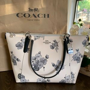 Coach Ava Tote W Fairy Tale Floral Print